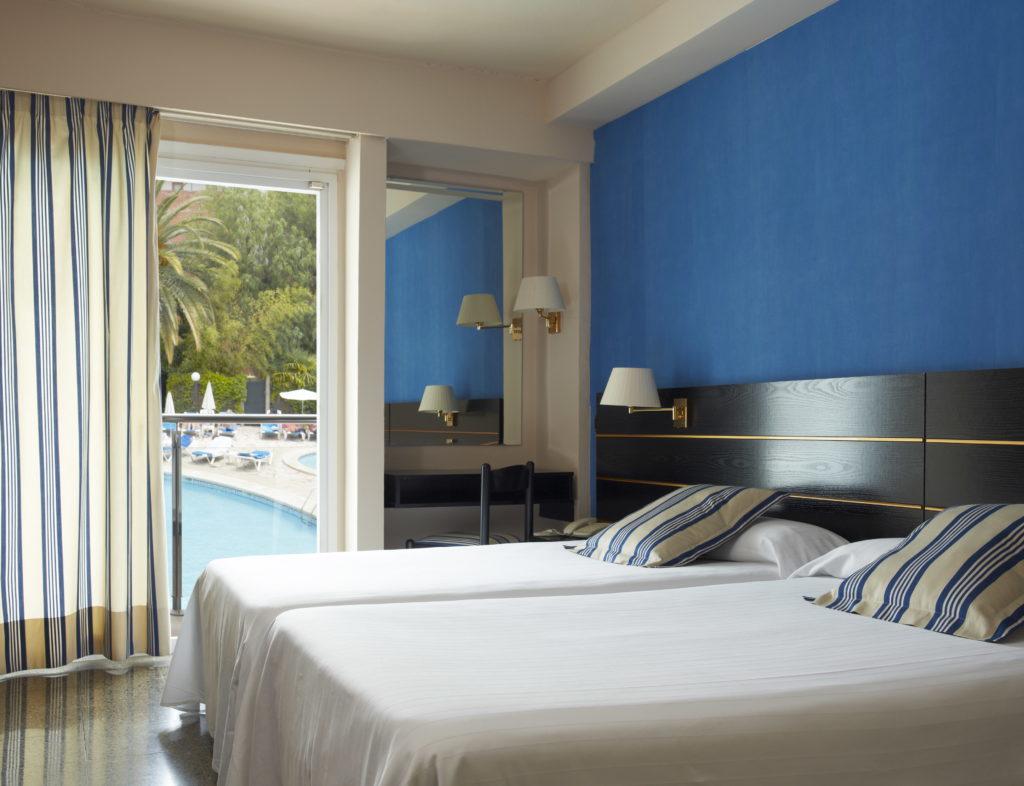 Wie sieht das Zimmer im Hotel Ananbel in Lloret de Mar aus