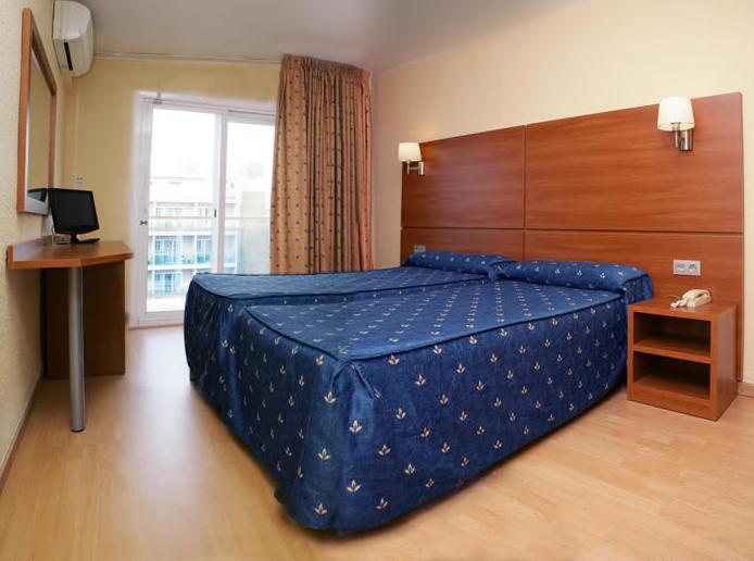 Wie sieht das Zimmer im Hotel Maria del Mar in LLoret aus