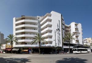 Das Hotel Xaine Park in Lloret de Mar von außen