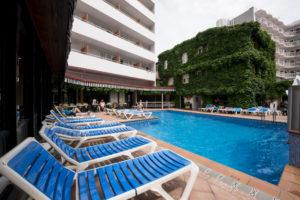 Der Pool vom Hotel Xaine Park in Lloret de Mar