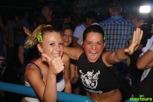 rimini-partyurlaub-mädels-maxtours
