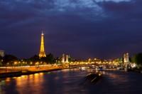 silvesterreisen-nach-Paris-Eiffelturm nachts